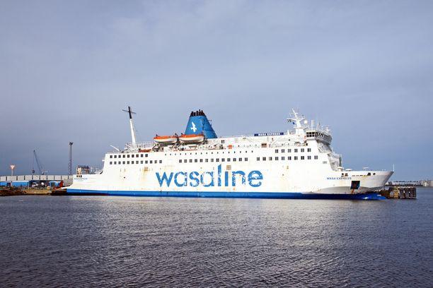 Wasa Expressin matkustaja-aluksen baarissa tuolit ja lautaset lentelivät.