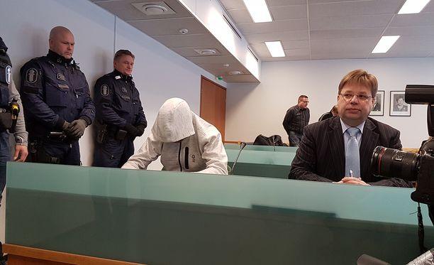 Kihlakunnansyyttäjä Asser Kuosmanen vaatii Jori Juhani Lasoselle tuomiota kolmesta murhasta.