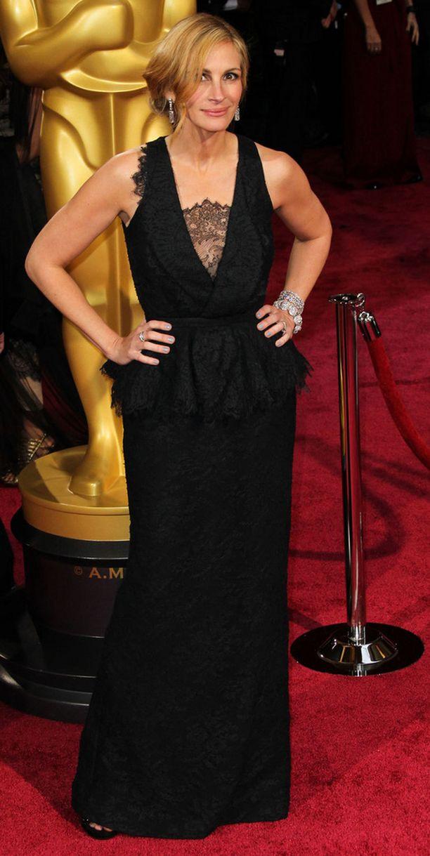 Näin upeana Julia Roberts nähtiin Oscar-gaalassa.