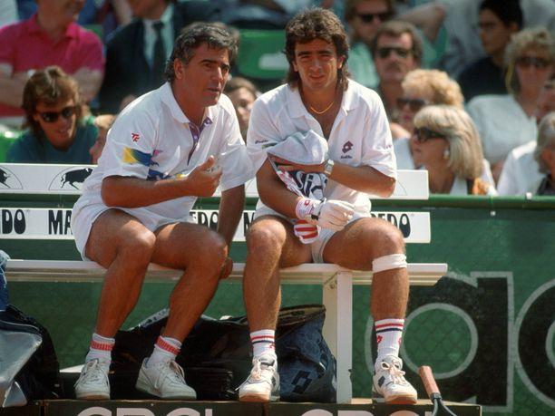 Guillermo Pérez Roldán kuvattuna isänsä kanssa vuonna 1989. Roldán oli aikansa superlahjakkuus, joka voitti muun mussa junioreiden Grand Slam-turnauksissa Ranskan avoimet kahdesti (1986, 1987).