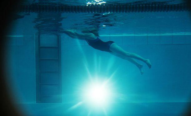 Kuvan uimahalli tai uimari eivät liity tapaukseen, kuva on kuvituskuva.