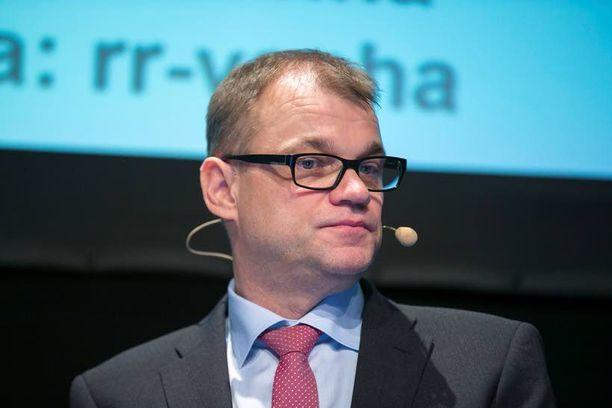 Juha Sipilän johtaman keskustan nousu on taittunut, mutta etumatka muihin on yhä selvä.