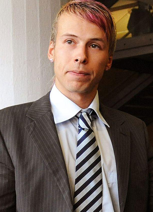 Antti Kurhisella on aiempia tuomioita pahoinpitelyistä.