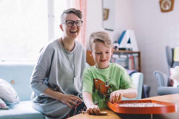 Tule tutustumaan entisen osuuskaupan elämään. Läänintaiteilija Jenni Latva perheineen kutsuu vieraat tervetulleiksi kotiinsa Kurikkaan lauantaina 9. syyskuuta.