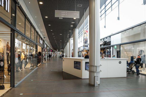 Nuoret aiheuttavat ongelmia ja häiriötä kauppakeskus Revontulessa Rovaniemellä.