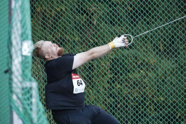 Henri Liipola voitti miesten moukarikisan keskiviikkona Helsingissä.
