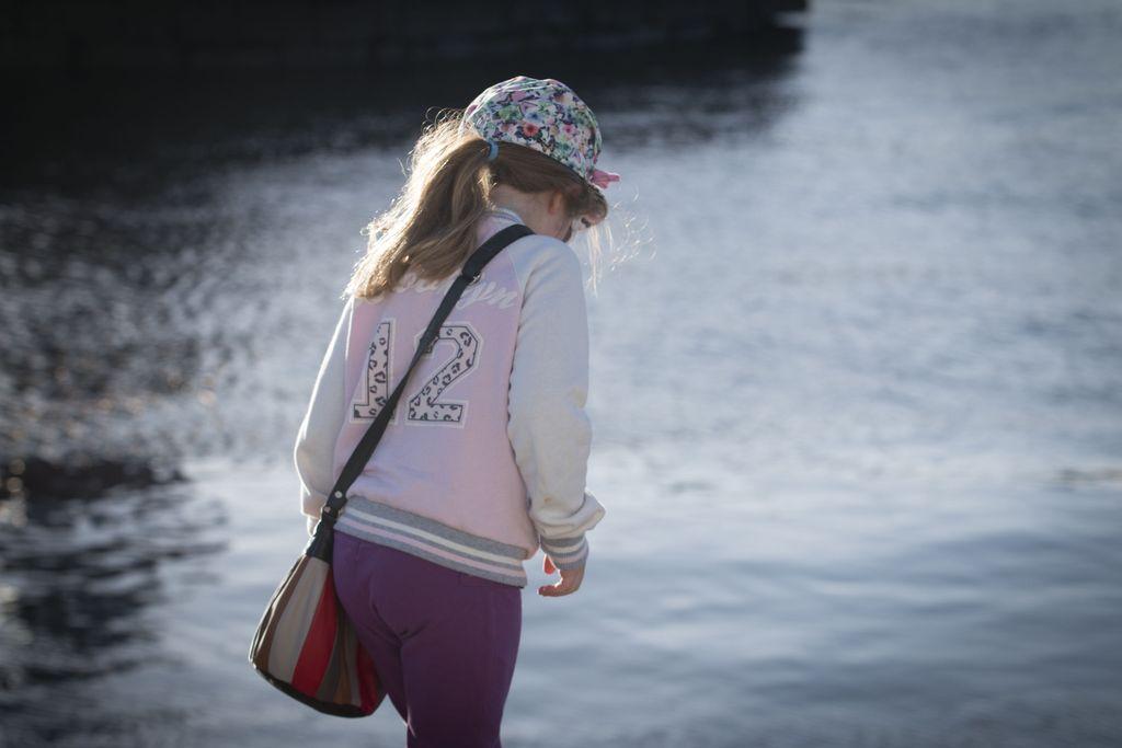 Arvioiden mukaan Suomen peruskouluissa kiusataan toistuvasti jopa yhtä lasta kymmenestä. Osa kiusaamisesta tapahtuu Kiva koulu -ohjelmaa noudattavissa kouluissa. Ohjelman pitäisi ehkäistä kiusaamista ja tarjota tehokkaita keinoja kiusaamiseen puuttumiseksi. Kuvituskuva.