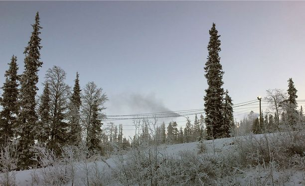 Lumitykki tekee uutta lunta Oloksella.