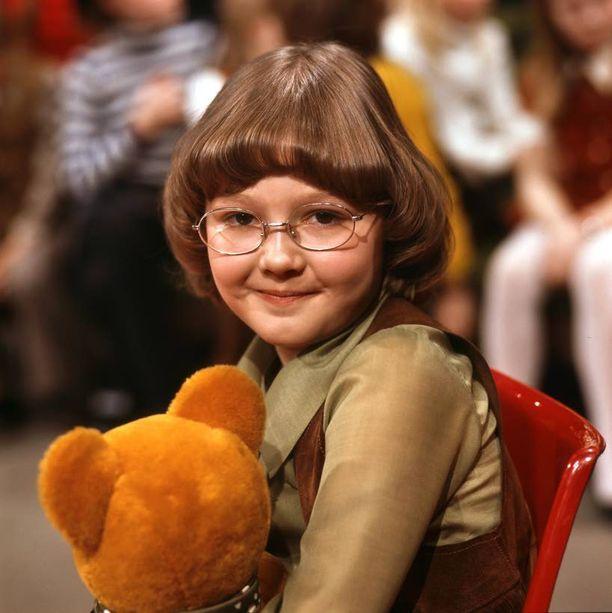 """Mari Laurila siten, miten me hänet muistamme. 3-vuotiaan levyttämä """"Aja hiljaa, isi"""" soi radiossa edelleen, vaikka levytyksestä on pian jo puoli vuosisataa."""