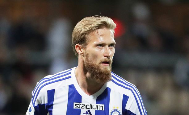 Akseli Pelvaksen osuma pelasti HJK:n.