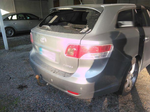 Polttopullo oli heitetty Joona Hupposen auton takalasista läpi. Itse auto ei kuitenkaan syttynyt palamaan.