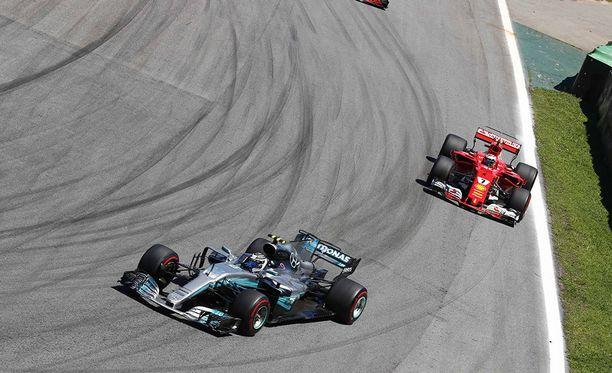 Valtteri Bottas on lähtenyt tällä kaudella paalulta kolme kertaa, Kimi Räikkönen kerran.