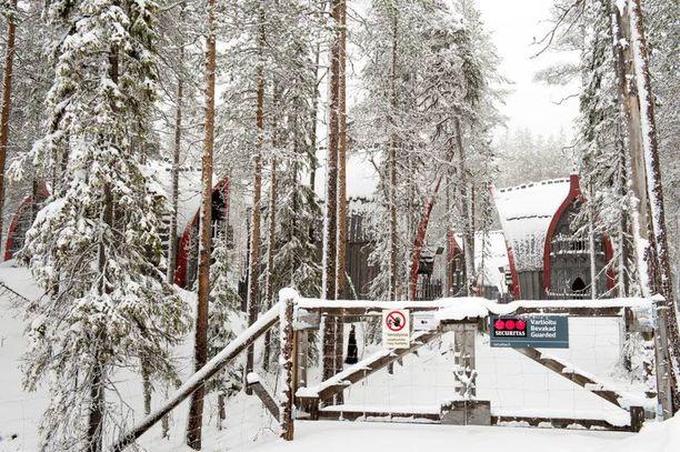 Antti Jokisen suunnitteleman fantasiaelokuvan kulisseiksi ehdittiin rakentaa Kittilään kolmen hehtaarin kokoinen metsäkylä.
