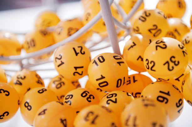 Tänä vuonna 10 miljoonan euron Lotto-voitto tuli myös heinäkuussa, kun Lapualla Hietalan Kioskissa pelattuun riviin osui ainoa täysosuma.
