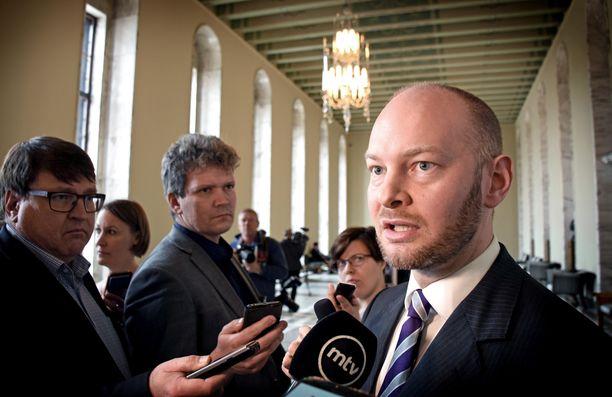Sampo Terho jättää sinisten puheenjohtajuuden eikä lähde ehdolle europarlamenttivaaleihin.