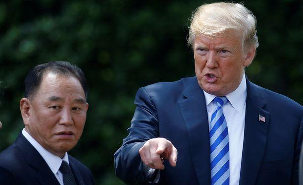 Donald Trump ilmoitti huippukokouksesta tavattuaan Pohjois-Korean keskuskomitean varapuheenjohtajan Kim Yong-cholin Valkoisessa talossa.
