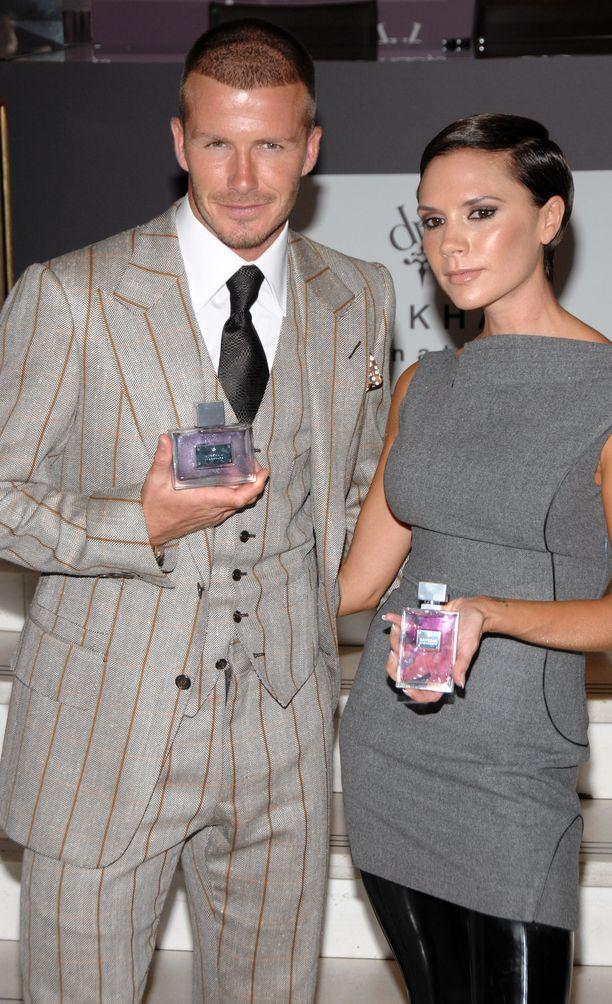 Victoria ja David juhlivat 10-vuotishääpäiväänsä vuonna 2009 lanseeraamalla yhteiset parfyymit.