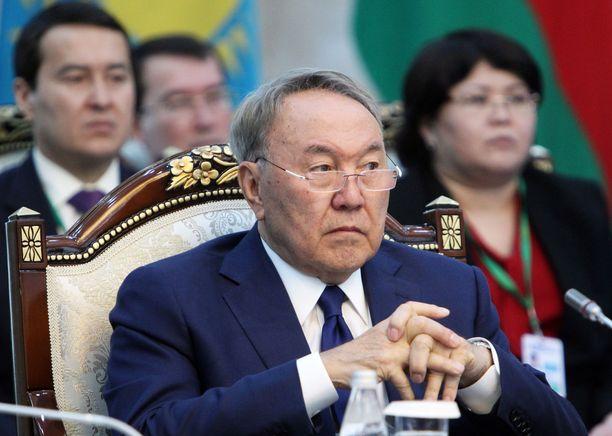 Nursultan Nazarbajev jätti presidentin tehtävät tiistaina.