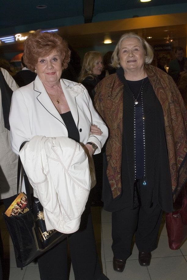 Maija Karhi ja Anja Pohjola olivat ystäviä 1960-luvulta asti.