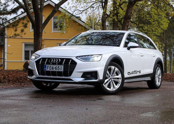 Audi A4 Allroadin väkevä keulamaski piristää ilmettä.