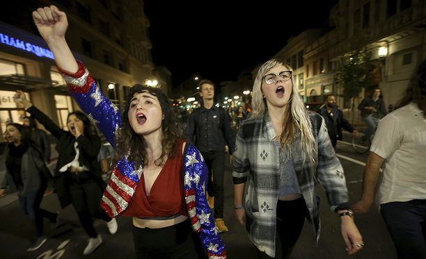 Kaliforniassa Hillary Clintonilla oli vankka kannatus. Pettyneet ihmiset osoittivat meiltään kaduilla vaalituloksen selvittyä.