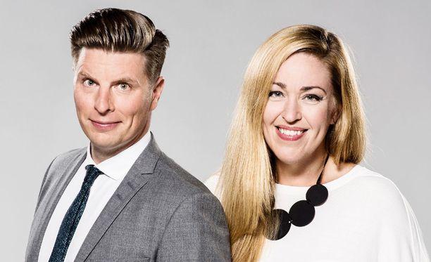 Markus Liimatainen ja Annika Damström ovat suoran lähetyksen toimittajia.