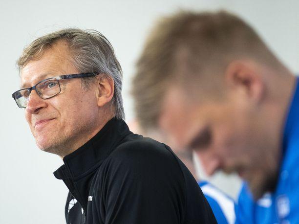 Markku Kanerva (vas.) jätti Juhani Ojalan (oik.) yllättäen EM-joukkueen ulkopuolelle.