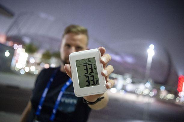 Dohan Khalifa-stadionin kupeessa keskiviikkona hieman ennen iltakahdeksaa lämpötila oli 33,8 astetta ja ilman kosteusprosentti 62.