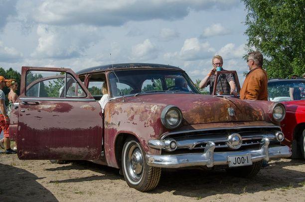 ...vai parkkeeraisitko rantahiekalle elämää nähneen patinoituneen 50-luvun Fordin?