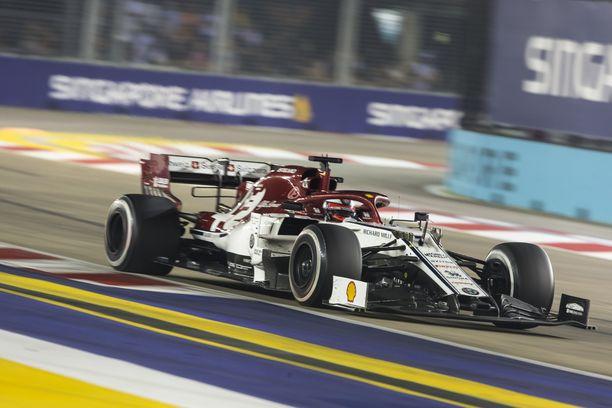 Kimi Räikkösen Singaporen GP päättyi ennen ruutulippua.