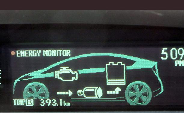 Sähkömoottori polttomoottorin apuna on hybridin toimintamalli.