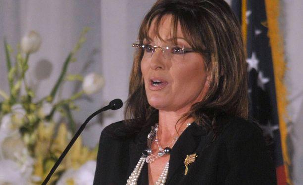 Kohun keskiössä oleva Sarah Palin puolustautui.