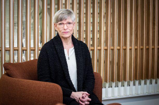 Sisäministeriön kansliapäällikkö Kirsi Pimiä painottaa, että karanteeni ei ole enää omaehtoinen