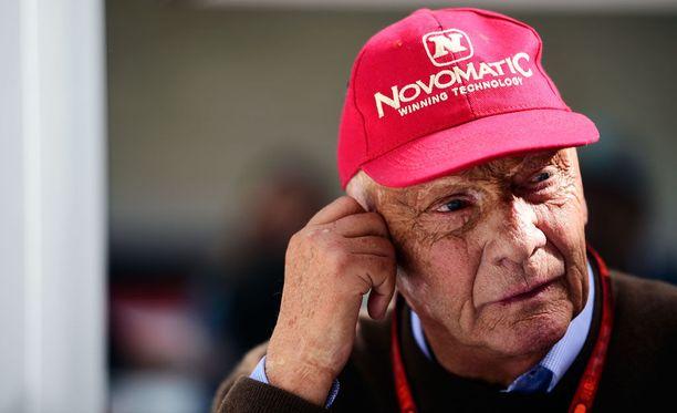 Niki Laudan mukaan Valtteri Bottaksella on aikaa huhtikuun loppuun asti näyttää kykynsä Mersun ratissa.