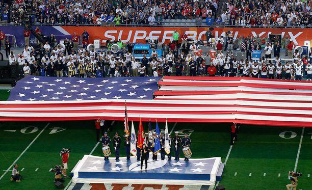 Super Bowlin alkuseremoniat olivat kohtalaisen hulppeat.