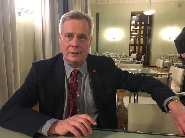 Antti Rinne on muuttanut ruokavaliotaan terveellisemmäksi. Vettä kuluu parikin litraa vuorokaudessa.