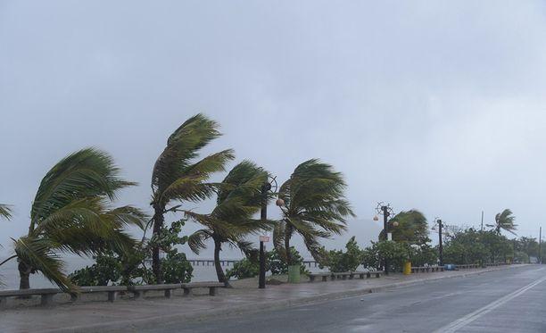 Irman odotetaan iskevän Floridaan viikonlopun aikana.