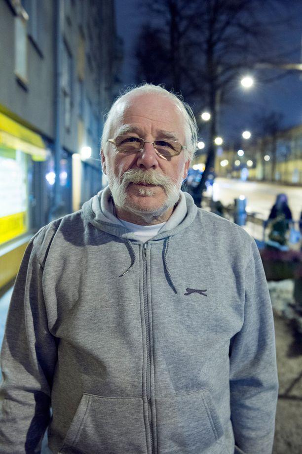 Perussuomalaiset ry:n puheenjohtaja Juha Pekka Kangas kertoo, että toisin kuin aiemmissa iskuissa syys- ja marraskuussa, ei ikkunoita oltu tällä kertaa rikottu.