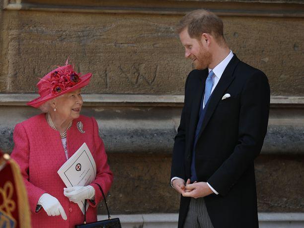Kuningatar Elisabet ja prinssi Harry ovat läheisiä.