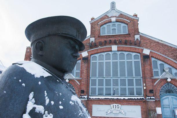 Oulu on ollut ikävässä julkisuudessa useiden lapsiin kohdistuneiden seksuaalirikosten vuoksi. Kuvituskuva Oulun torilta.