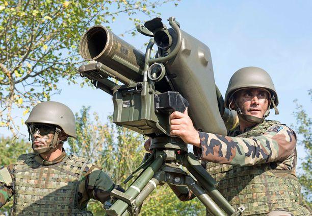 Saksalaissotilaat kouluttavat Peshmerga-taistelijoita Pohjois-Irakissa.