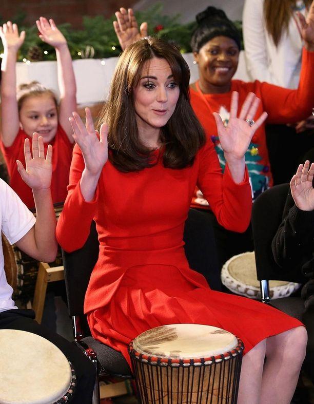 Viime viikolla Kate edusti jälleen kuuliaisesti otsatukkatyylissään.