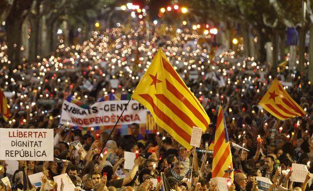 Espanjan hallituksen asettama takaraja Katalonialle umpeutuu tänään aamupäivällä.