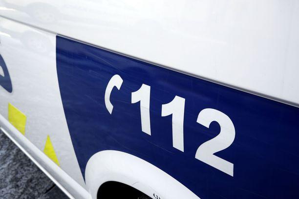 Poliisi taltutti saksimiehen etälamauttimella.