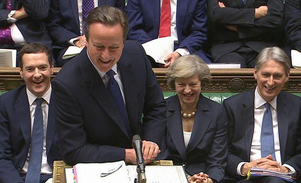 David Cameron oli vitsikkäällä tuulella viimeisenä päivänään pääministerinä.