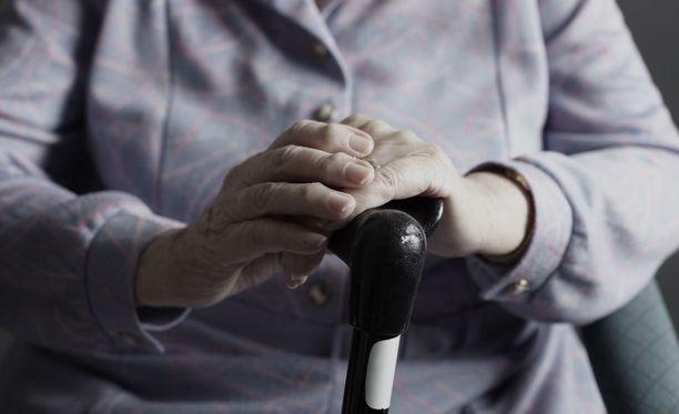 Eläkeläisten velkaantumiseen on monia vakavia syitä.