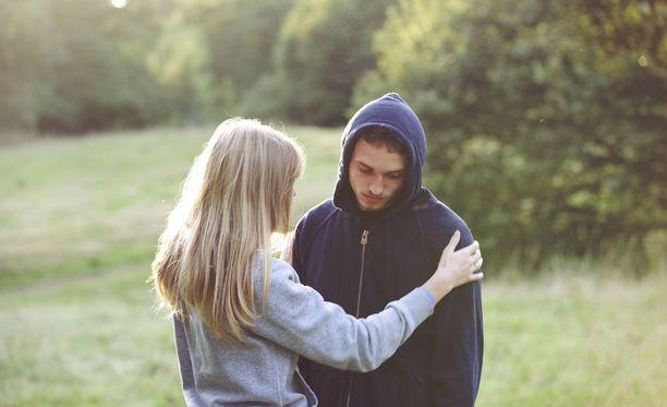 Toisen ihmisen läsnöolo saattaa auttaa eron käsittelyssä, vaikka et haluaisi asiasta edes puhua.