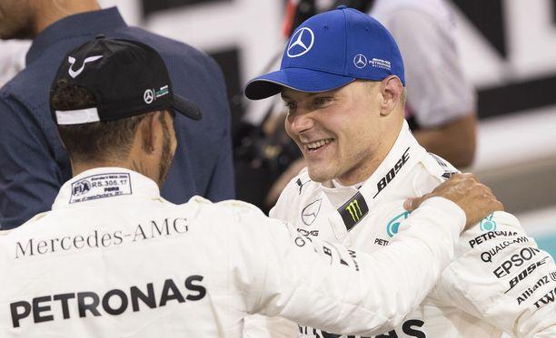 Valtteri Bottas (oik.) ja Lewis Hamilton pääsevät kokeilemaan uuden W09:n rajoja ensin viikon F1-testeissä.