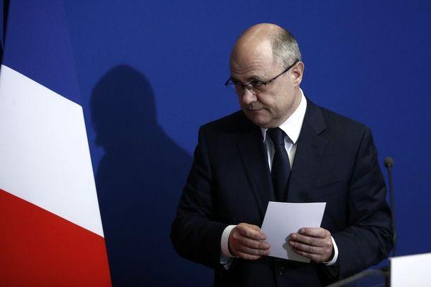 Sisäministeri Bruno Le Roux ilmoitti erostaan tiistaina Pariisissa.