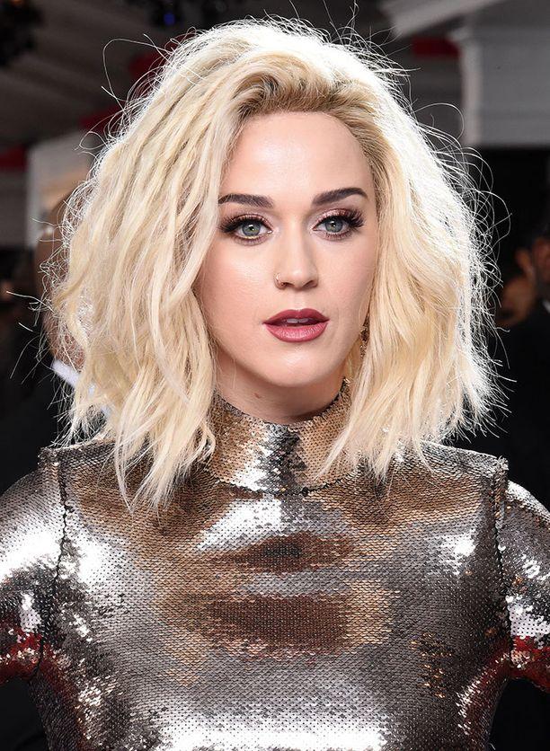 Katy Perry alkoi kenkäsuunnittelijaksi.